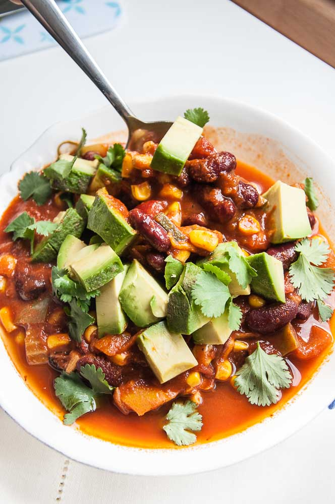 30 delicious vegan dinner recipes for happy tummies vegan food easy vegan chilli forumfinder Gallery