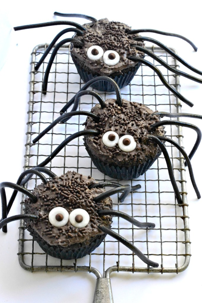 Halloween-Cupcakes-in-the-shape-of-creepy-spiders-683x1024