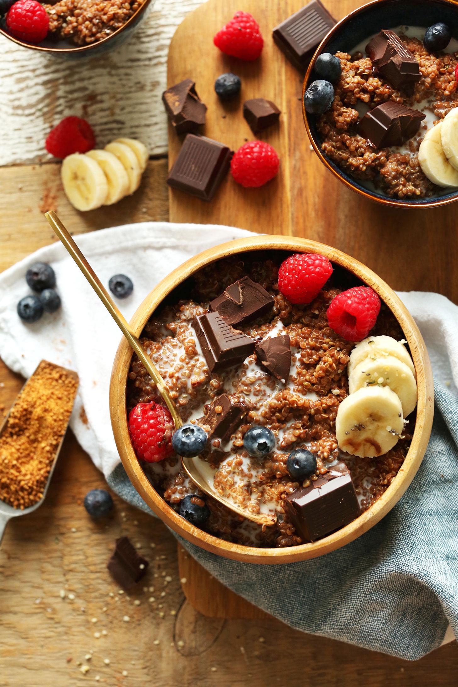 7-Ingredient-DARK-CHOCOLATE-Quinoa-Breakfast-Bowl-Full-of-antioxidants-fiber-and-protein-vegan-glutenfree-quinoa-breakfast
