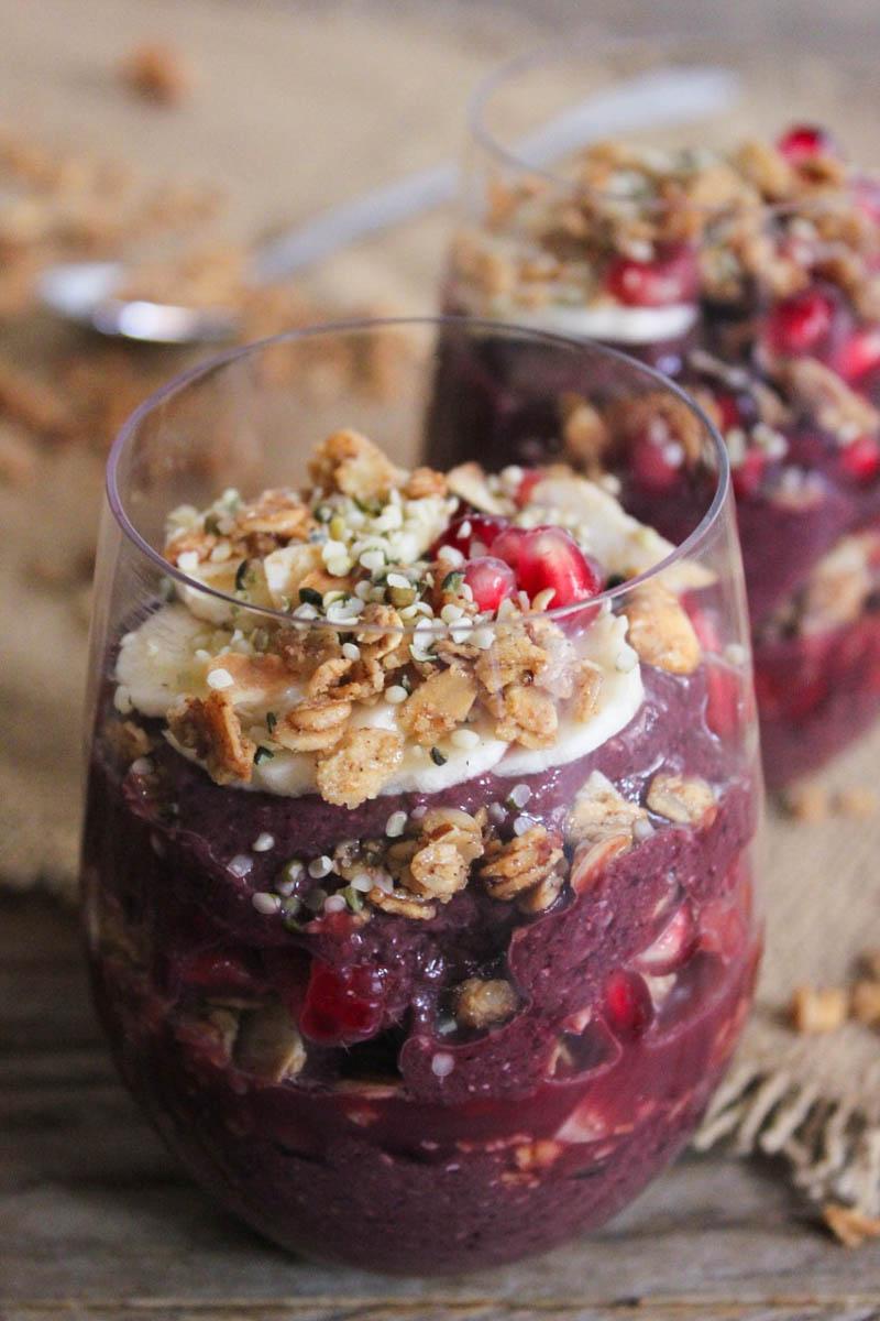 Vegan-Acai-Parfaits-with-fruit-granola-and-hemp-seeds-22
