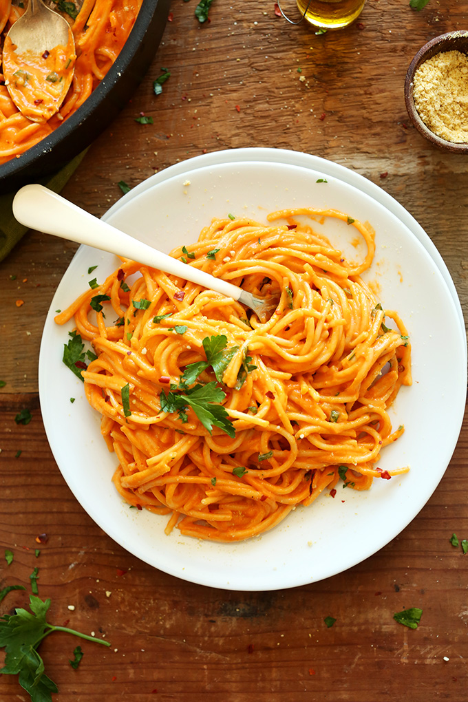 Vegan-Roasted-Red-Pepper-Pasta-10-ingredients-super-simple-savory-creamy-and-the-perfect-healthier-weeknight-meal.