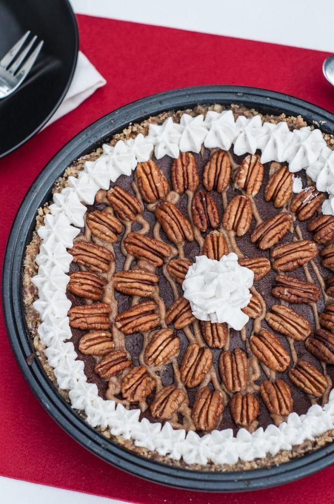 Raw-Vegan-Caramel-Pecan-Pie-10-680x1024