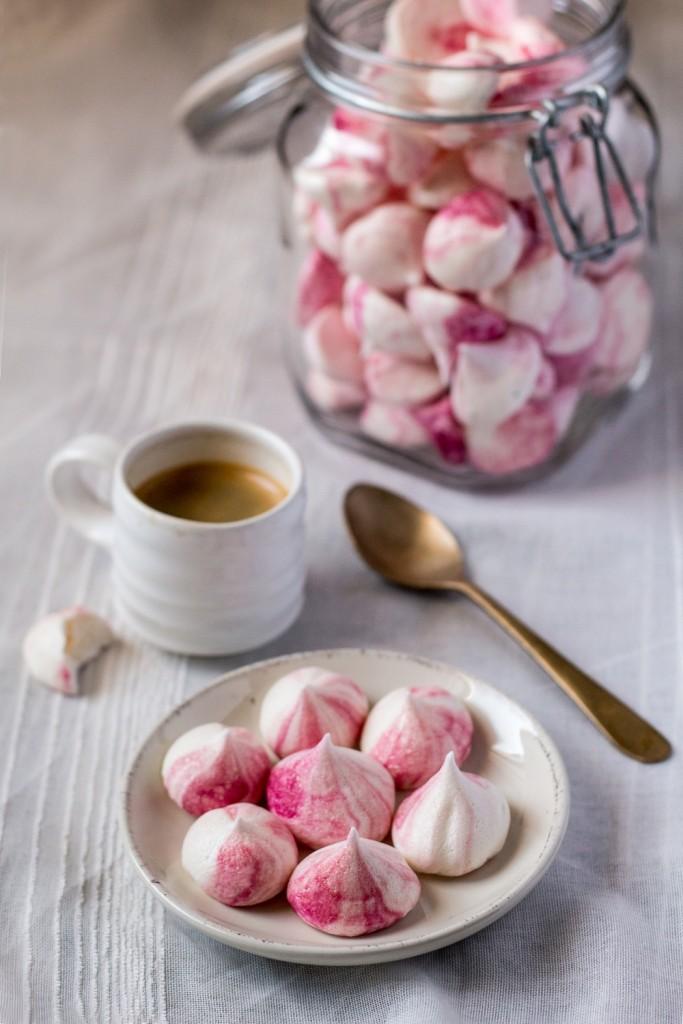 vegan-meringue-kisses-serving-suggestion-1000x1500