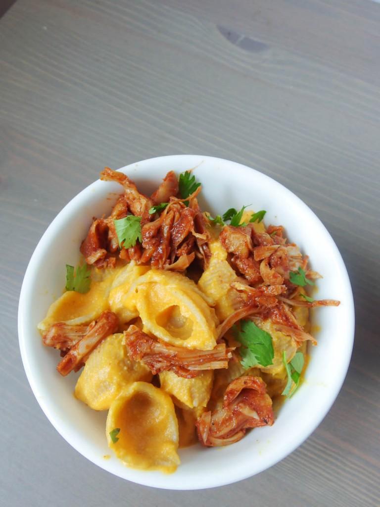 bbq_jackfruit_sweet_potato_mac_n_cheese_vegan_1-768x1024