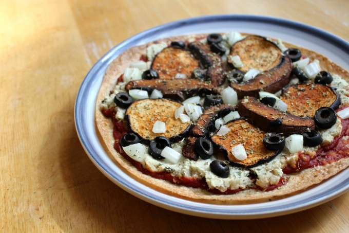 vegan-pepperoni-pizza-4-680x453