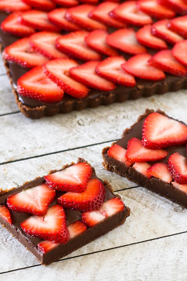 gluten-free-vegan-no-bake-strawberry-chocolate-tart2-600x900
