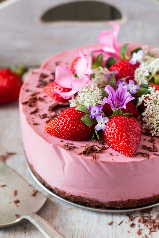 vegan-oilfree-strawberry-cheesecake-1000x1500