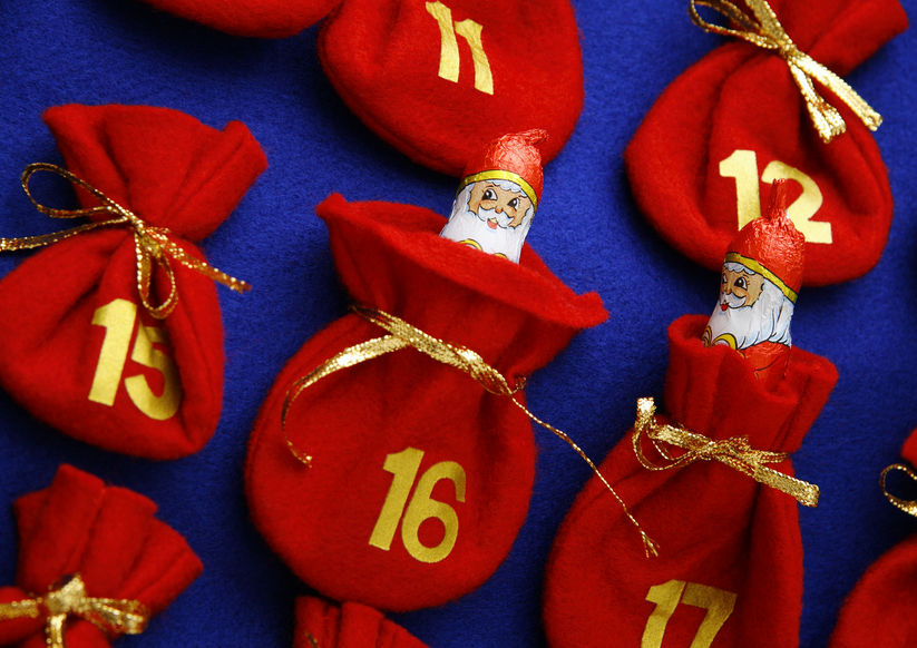 Advent calendar with Santa Claus?s figures
