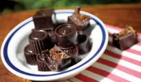 Raw chocolate caramels
