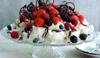Chocolate-and-pistachio-berry-pavlova