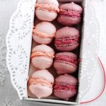 Blackberry or strawberry macaroons